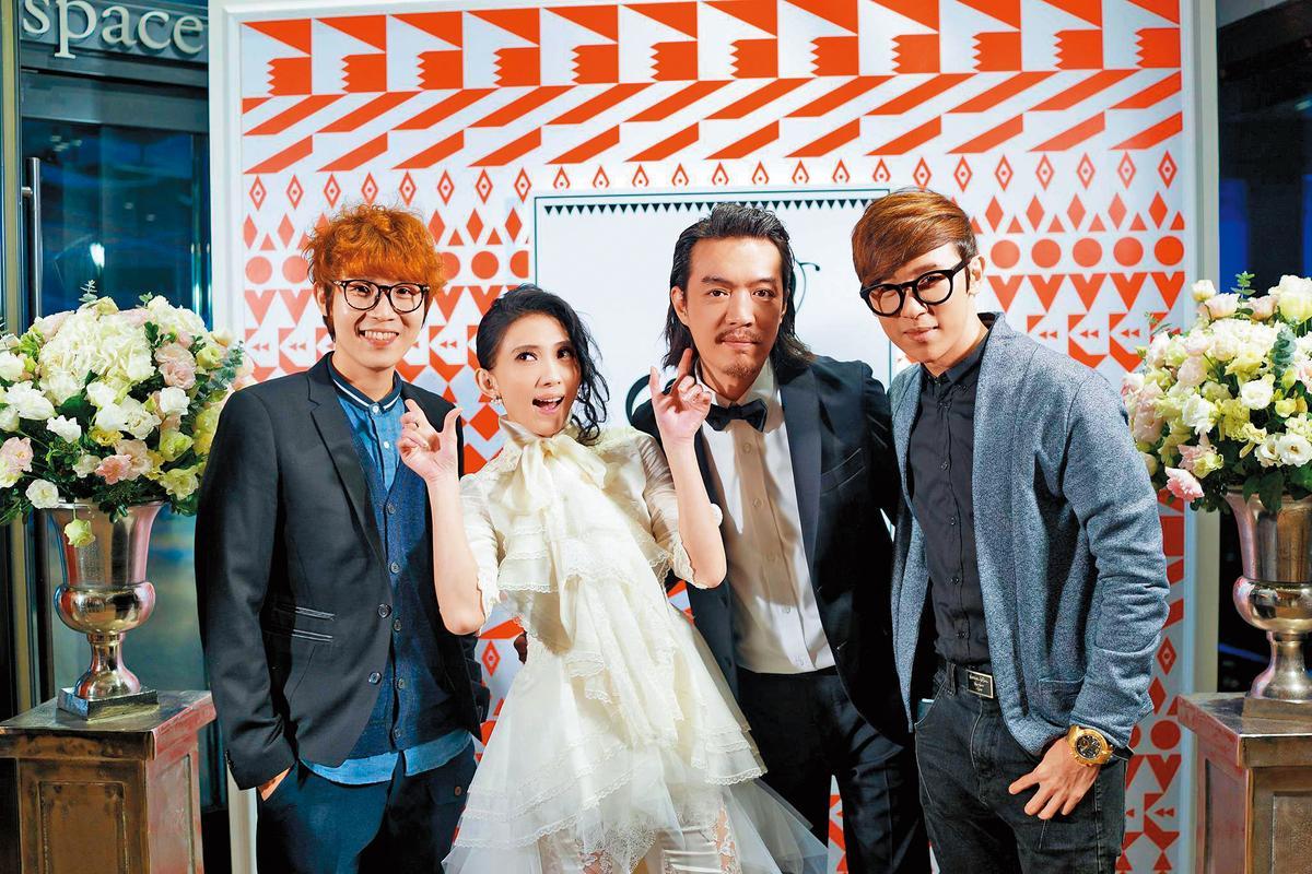 方泂鑌(右一)、方炯嘉(左一)都在台灣樂壇打拚,受到大馬同鄉戴佩妮(左二)不少幫助,兩人還是戴佩妮婚禮座上賓。