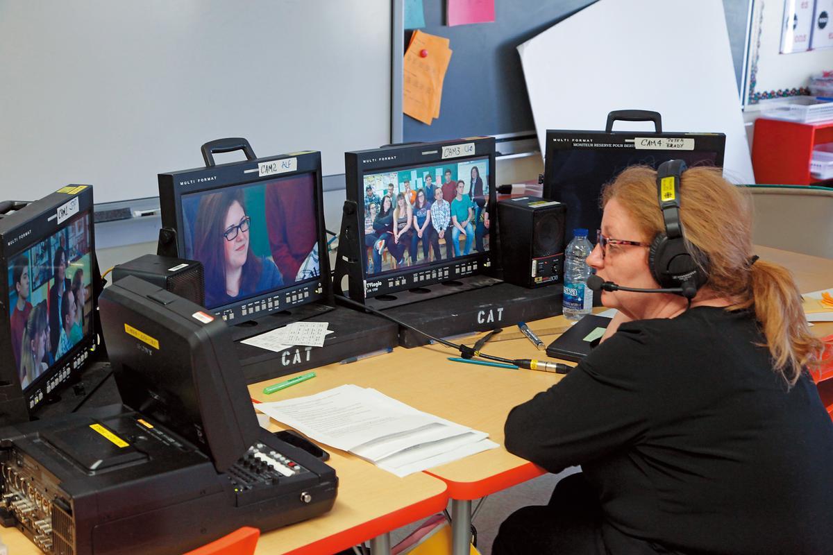 瑪汀波爾多負責《歧視的一課:十年之後》的拍攝現場與後製工作。(公視提供)