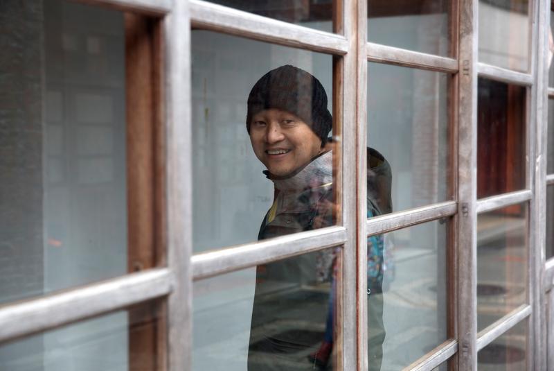 快60歲的鄭文堂早上醒來喝一杯黑咖啡、吃一頓早餐,仍是覺得充滿活力。
