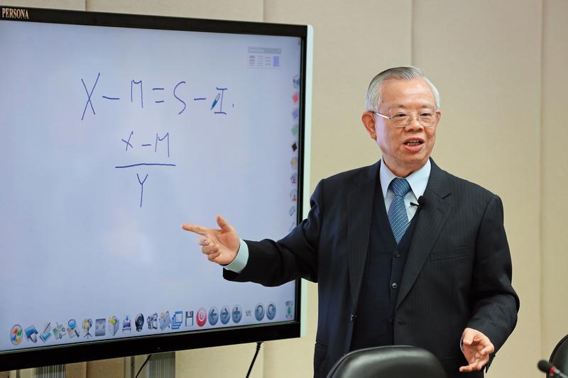 20年來,央行總裁彭淮南把台灣的外匯存底照顧得滴水不漏,是經濟穩定、社會安心的基石。