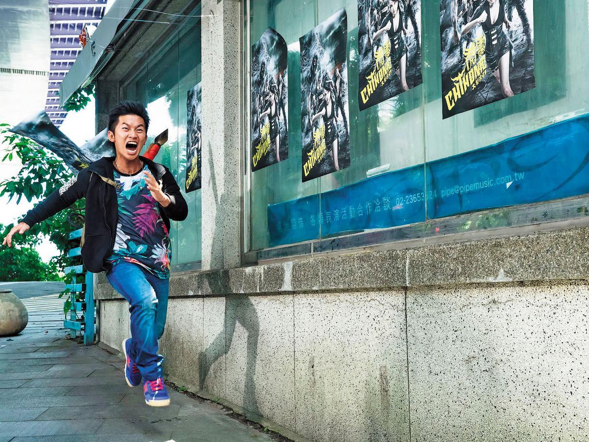 鄭文堂的新片《衝組》看似有不少搞笑橋段,實則是談土地正義、中資、國家暴力等嚴肅問題。(翻攝衝組臉書)