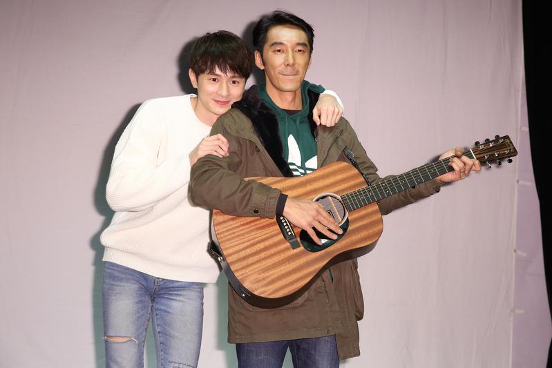 張軒睿與粉絲共度生日會,李李仁驚喜現身讓張軒睿超激動,兩人抱緊緊。