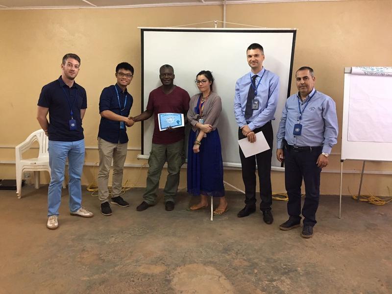 作者(左二)在中非共和國,協助維和部隊執行任務及提供教育訓練。
