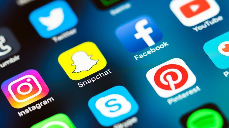 Facebook 仍稱霸社群媒體,而悄悄攫去青少年心的,是黃色鬼怪 Snapchat 。