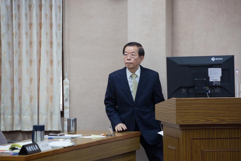 謝長廷今透過臉書回應高雄市長陳菊新書引起的風波。