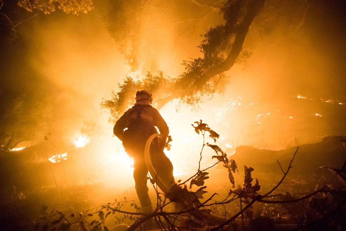 今年加州的野火已升級為加州有史以來的第三大火災,影響面積達25萬9000英畝。(東方IC)