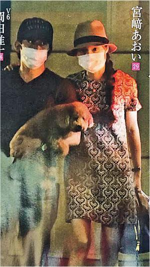岡田准一與宮崎葵曾被拍到深夜約會,但始終保持低調。(網路圖片)