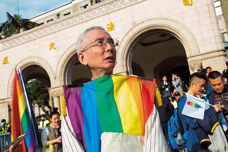 今年3月,祁家威(前)為同婚釋憲案到司法院憲法法庭進行言詞辯論,「同性戀是對的,對的人要做對的事,為什麼不可以?如果同性戀與結婚兩者都是對的,可以讓對的人做對的事,有什麼問題?」他說,他為了這一天已等了31年6個月24天。