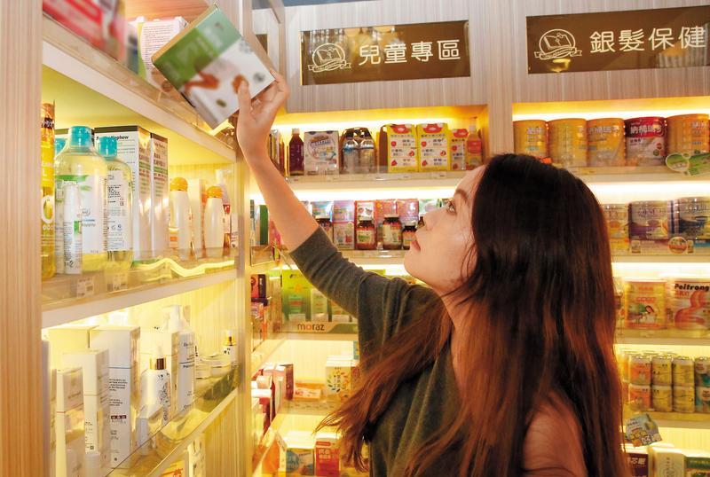 時下許多愛美女性常去藥妝店購買保健食品助瀉,卻不知攝取過量將會暴露在黑腸症的風險之中。