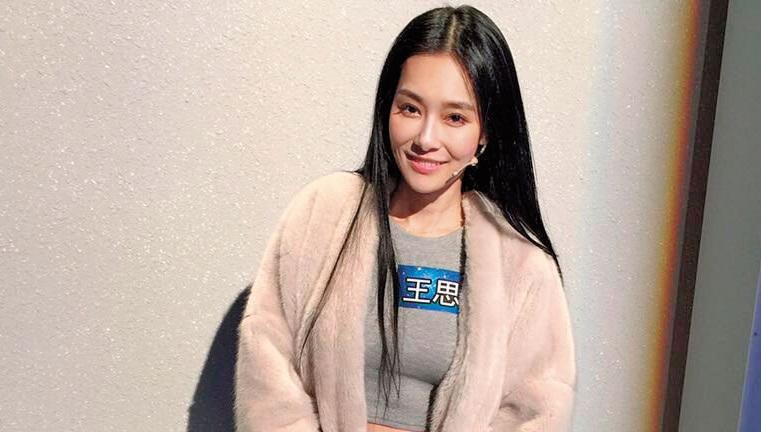 王思佳上節目穿的服裝,也是由網拍業者贊助。(業者提供)