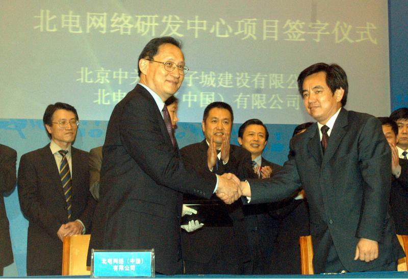 FII董事長毛渝南(前排左)是前惠普中國區董事長,也是郭台銘重金禮聘的重要人物。(東方IC)