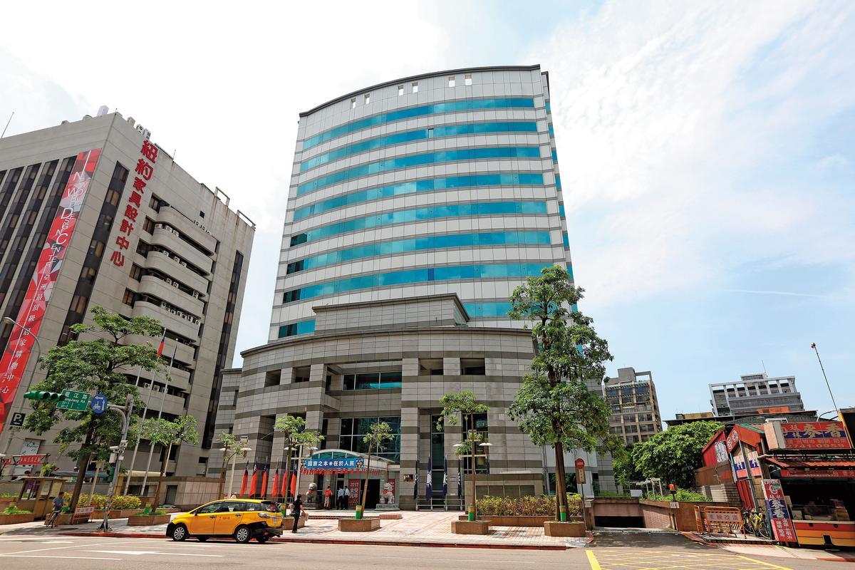 檢方懷疑光華投資公司的資金有異常,已向銀行調閱資料清查金流。