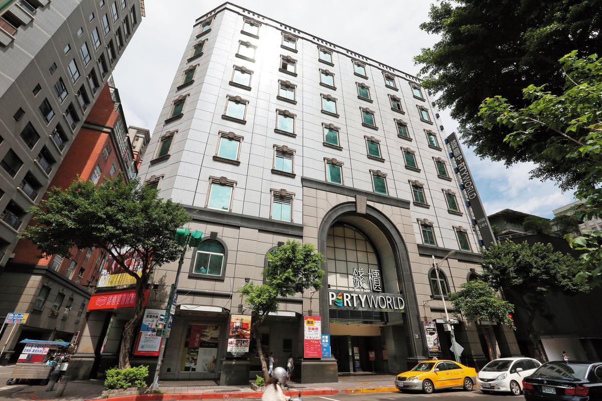 中廣名下不動產市值驚人,旗下林森大樓市值約40億元,現在出租由錢櫃KTV林森店使用,每月的租金約550萬元。