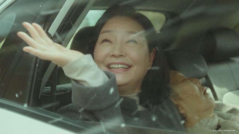 元美京飾演的《世上最美的離別》中的靈魂人物-母親,深刻動人的演出賺人熱淚。(KKTV提供)