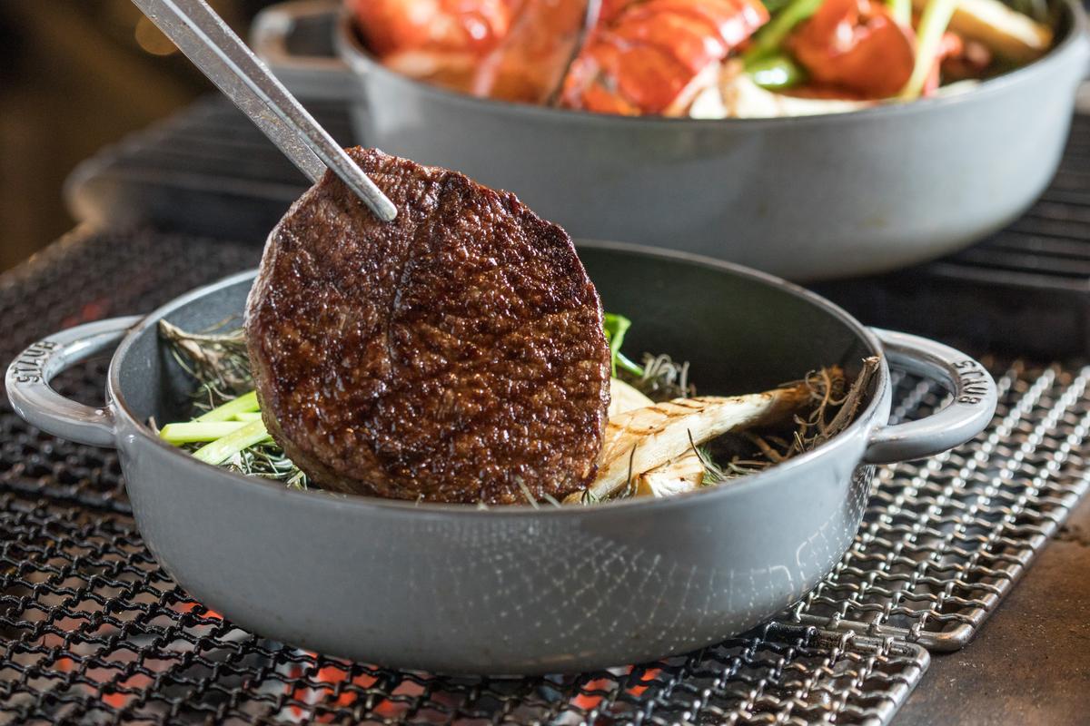 「UKAI牛排館」只選用日本田村牧場的日本和牛,每隻牛隻都有家族履歷,用血統保證好基因的美味。