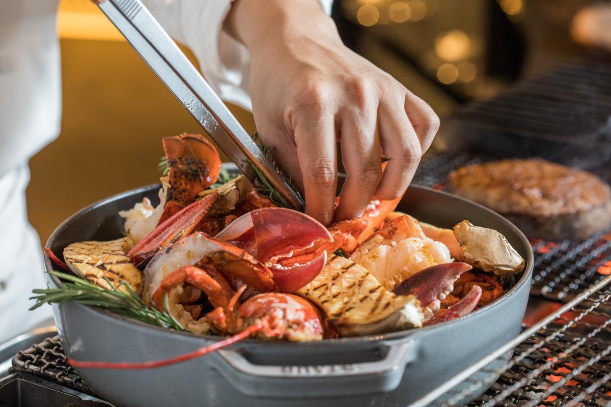 「波士頓龍蝦」鮮甜飽滿,香草氣息鮮明。(2,000元起套餐主菜)