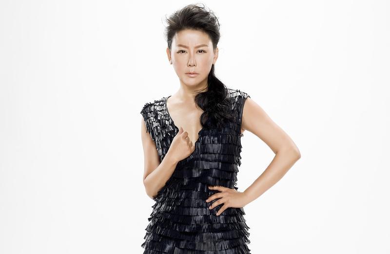 藍心湄主持TVBS 《女人我最大》16年,以時尚節奏和年輕人邁著相同步伐,是她常保青春的祕訣之一,她用兩種面貌,以慢調節著快,以傳統滋養革新,擁抱一切改變。