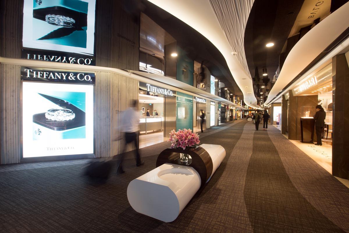 昇恆昌標下桃機免稅店一級戰區後,自掏腰包美化機場環境。