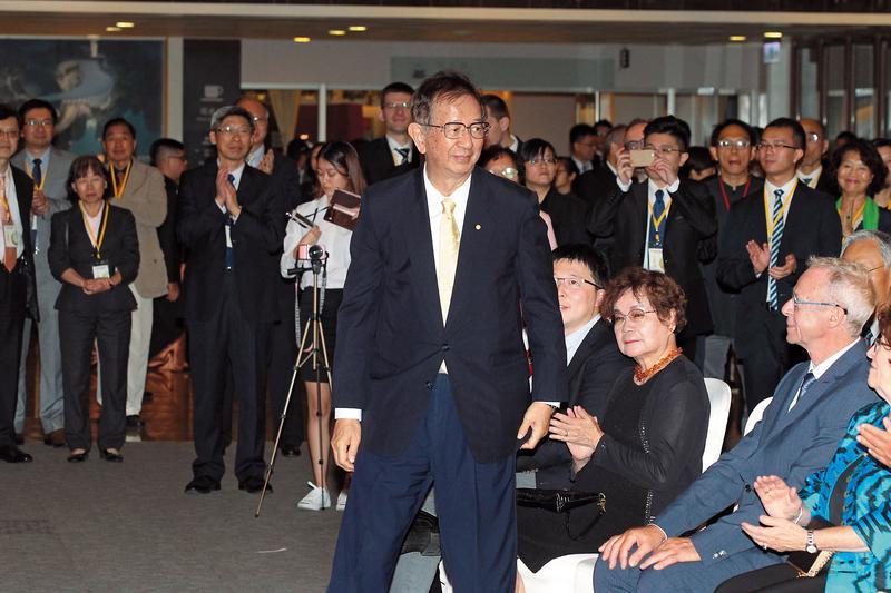 中研院前院長李遠哲操作棄保讓中研院派強壓台大幫。