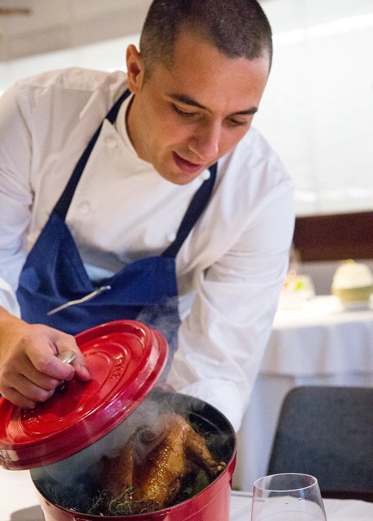 每道菜色都由製作的主廚親自來解說。