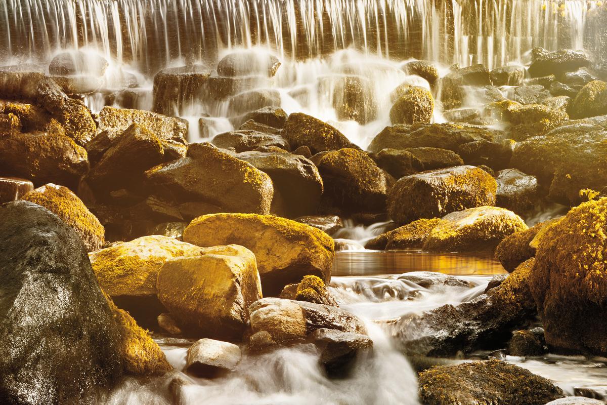 蘇格蘭國寶詩人羅伯特・伯恩斯曾以「幸運的禮物」來形容艾柏迪得天獨厚的自然景致。