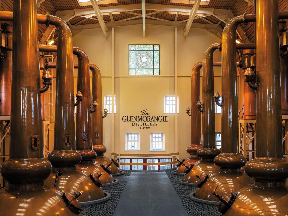 格蘭傑酒廠的蒸餾器為蘇格蘭最高,從地板直達天花板,5.14公尺的高度堪比一隻成年長頸鹿。