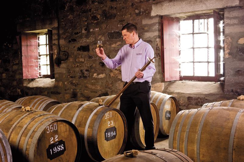 雷伯5號首席調酒師Graham Coul,將斯佩賽產區怡人滑順的格蘭莫雷原酒大量帶進了雷伯5號裡。