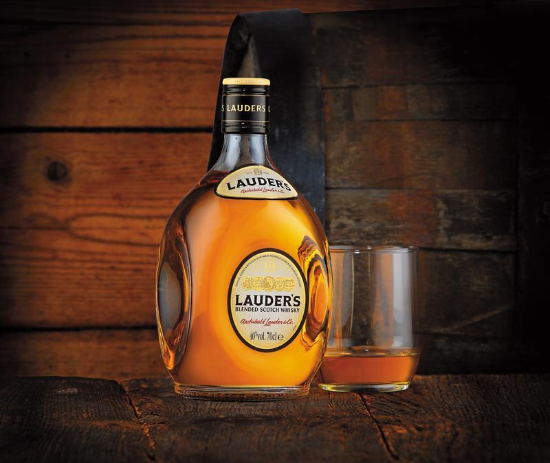 勞德老爺最經典的酒款Finest,採用高達85% 的麥芽原酒調製,酒感醇厚紮實,更獲得2014年IWSC的銀牌獎。