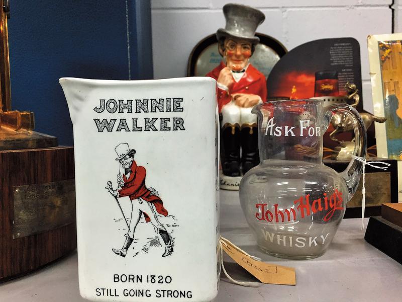 「邁步向前的紳士」為JOHNNIE WALKER品牌注入了具體的鮮明形象及擬人化性格,象徵JOHNNIE WALKER追求進步、放眼未來的精神。