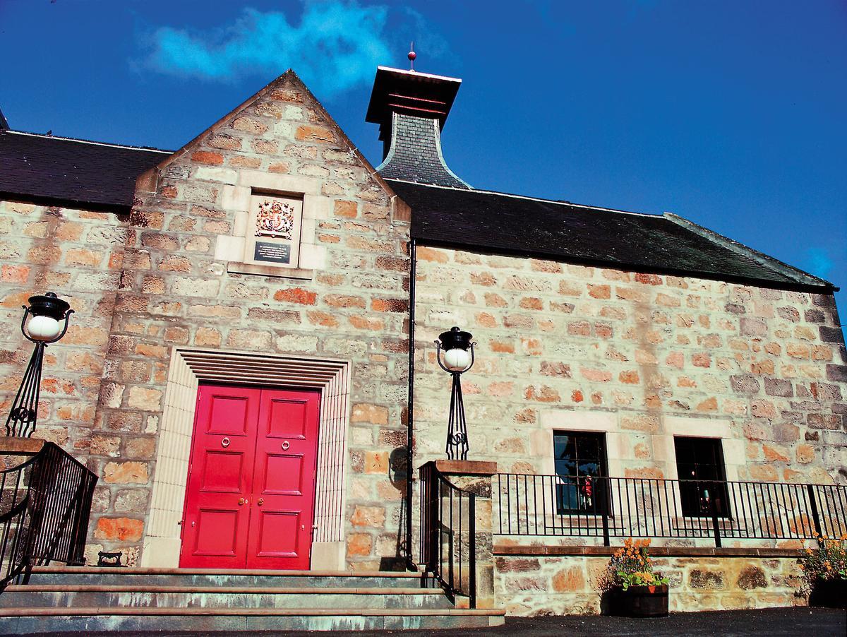 Cardhu釀酒廠,在蘇格蘭蓋爾語中為「黑石」之意,是斯佩賽區最古老的釀酒廠之一,同時也是JOHNNIE WALKER之家。