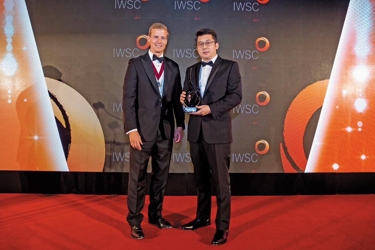 金車噶瑪蘭酒廠首席調酒師張郁嵐經常在國際大賽領獎,酒廠獲2017 IWSC世界年度蒸餾酒廠冠軍獎盃。