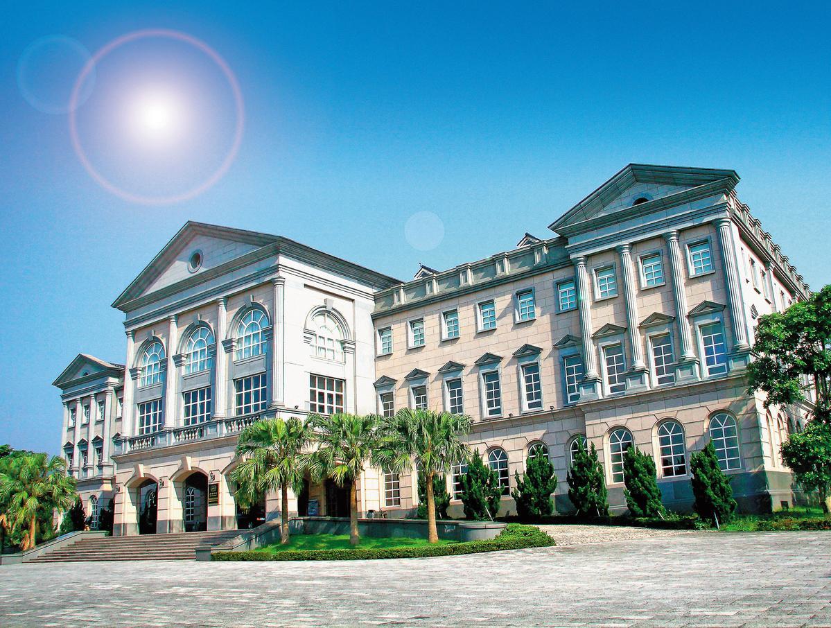 外觀富麗堂皇,充滿歐風感的噶瑪蘭酒廠會議中心。