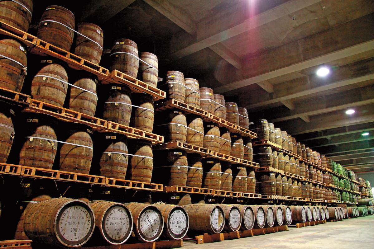 噶瑪蘭酒廠嚴選橡木桶來源,台灣相對高溫的環境也提升了威士忌的熟成效率,讓酒質別具風味。