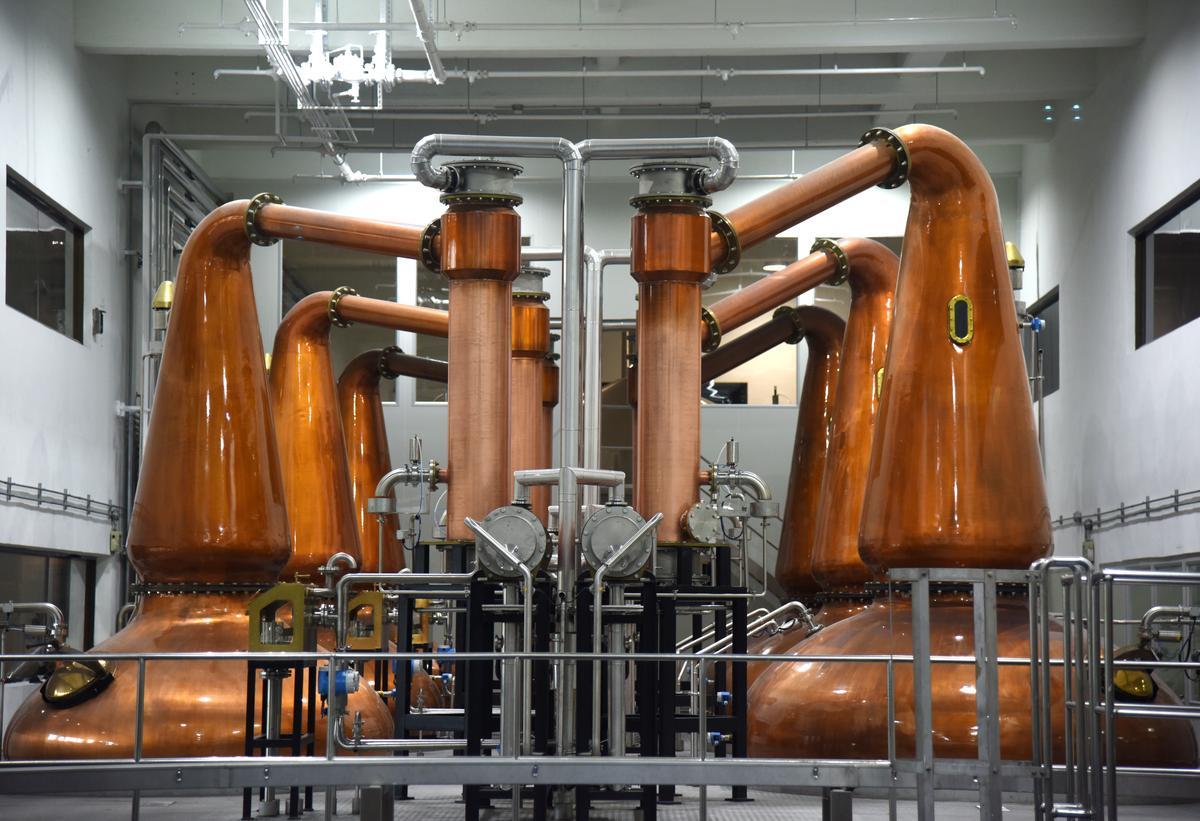 噶瑪蘭酒廠的蒸餾器,因為擴廠軍容日漸壯大。