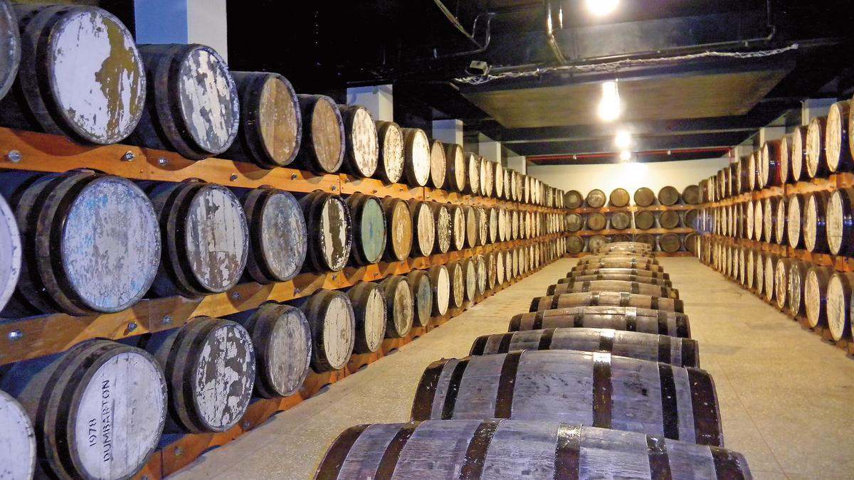 OMAR單一麥芽威士忌在橡木桶中熟成過程,經過酒廠團隊的精細挑選以及嚴密監督。