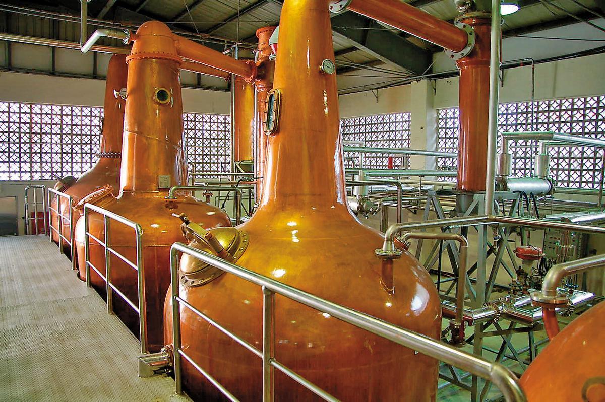 南投酒廠興建威士忌蒸餾廠,向英國訂製銅製壺式蒸餾器。