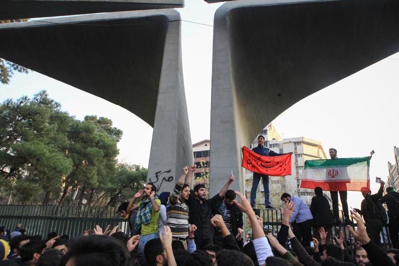 伊朗反政府示威越演越烈,蔓延至全國各地。(東方IC)