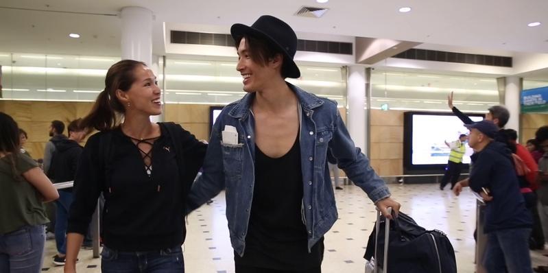 Akemi在雪梨機場看到錦榮顯得很開心。(亞洲娛樂台提供)
