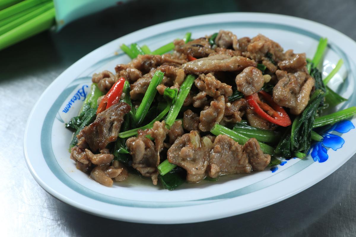 「生炒鴨肉」的口感更有咬勁,香辣夠味。(60元/份)