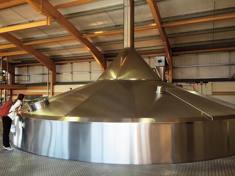 大型的不鏽鋼糖化槽,一家蒸餾廠只有會一座。