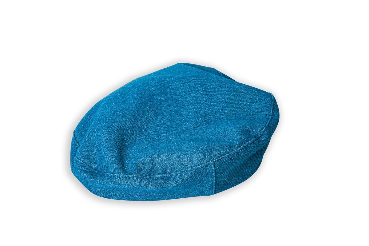 藍色貝雷帽是造型師贈送。