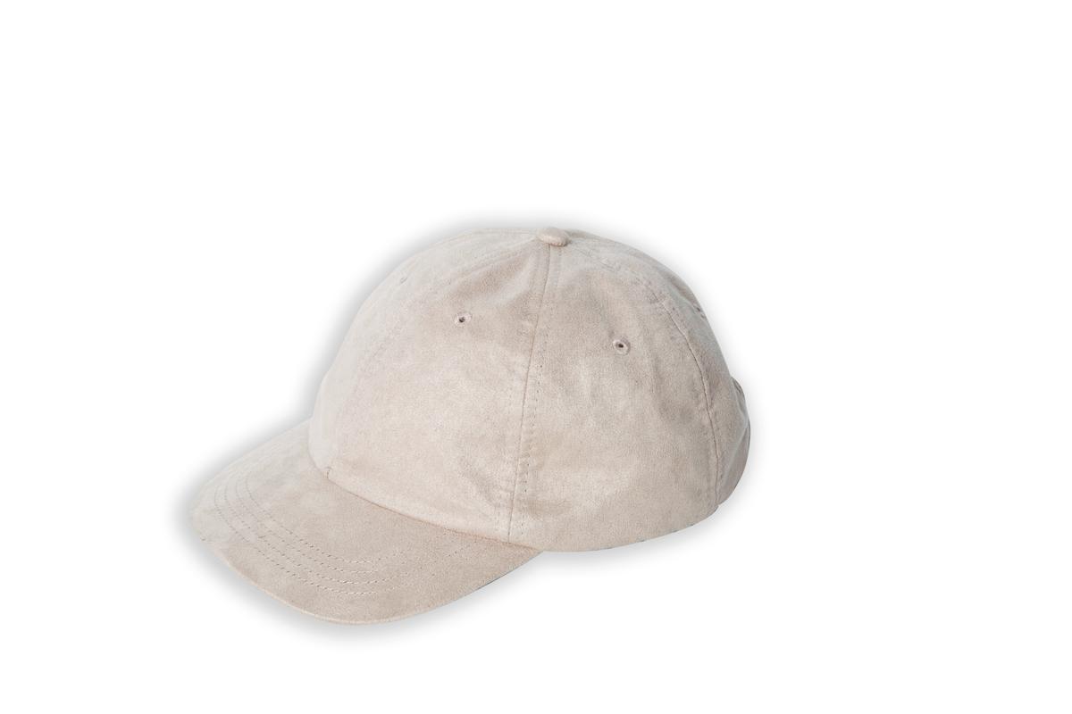 GLOBAL WORK棒球帽。約NT$600
