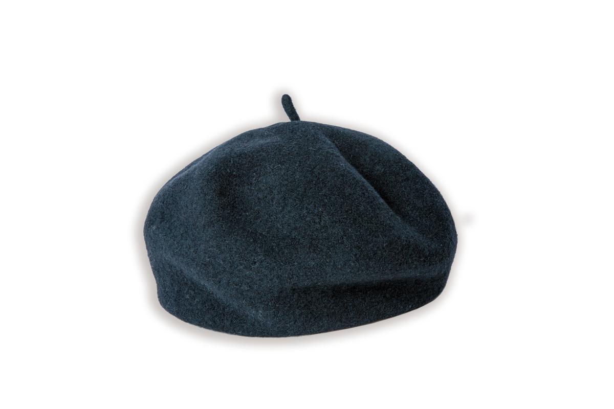 黑色貝雷帽是造型師贈送。
