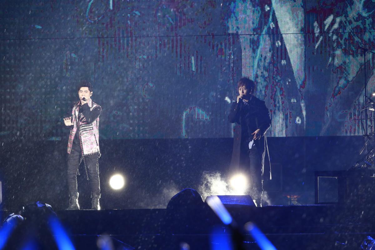 周杰倫擔任五月天演唱會壓軸嘉賓,也是兩幫人馬隔了4年再度在台灣合體。