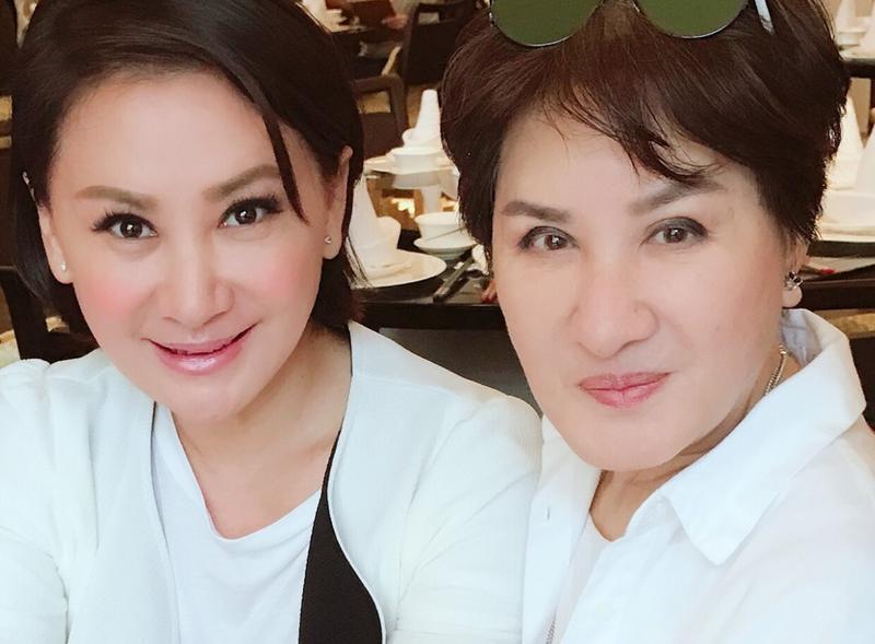 楊麗花(右)與陳亞蘭將在《紅白》展現歌仔戲經典橋段。(台視提供)