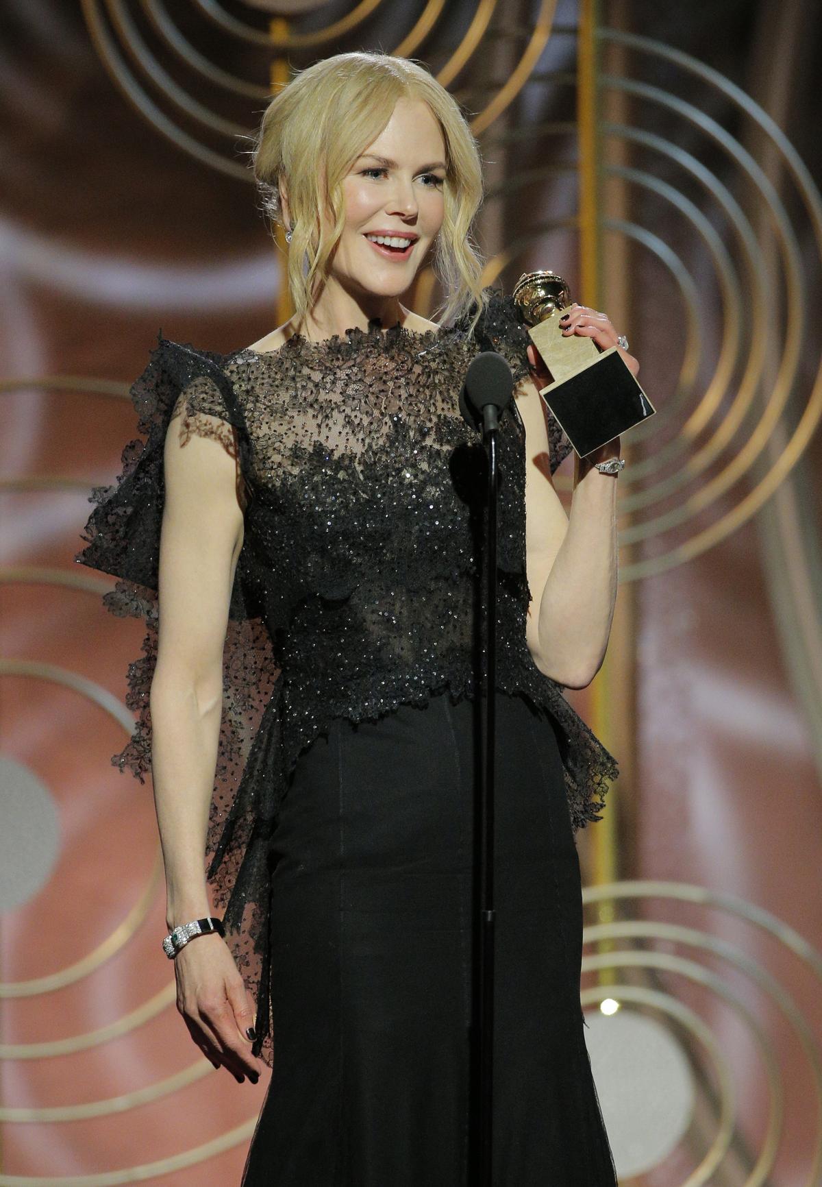 妮可基嫚以《美麗心計》榮獲「最佳迷你影集與電視電影女主角」(東方IC)