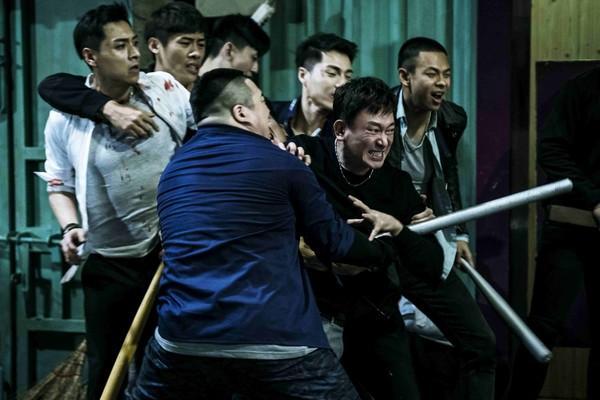 睽違7年,藝人王識賢重返大銀幕,在電影《角頭2》演出黑道大哥。(理大國際提供)