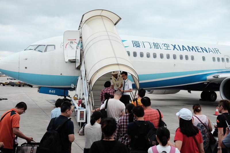 民航局約談中國東方、廈門航空、港龍航空、香港航空等等對岸民航公司,警告別飛M503南向北航線,否則後果自負。但這些航空公司根本不甩,繼續飛這條航線。