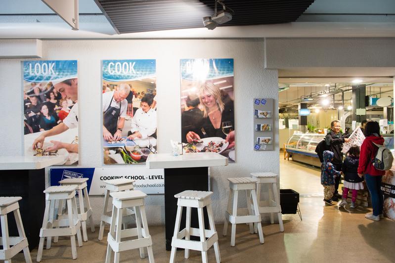 「奧克蘭魚市場」裡有個祕密餐桌,只有內行人才懂得上門。