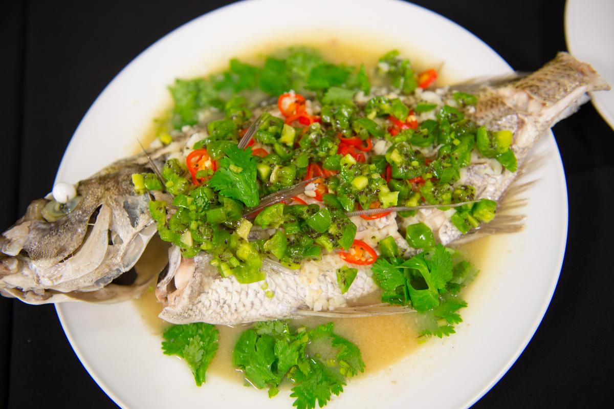 清蒸檸檬魚加入奇異果,格外鮮美清爽。